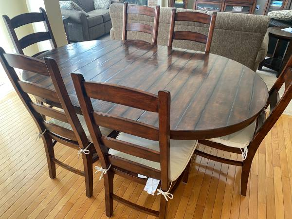 Photo Pottery Barn Benchwright Dining Table  Chairs (6) - $1,500 (Northville)