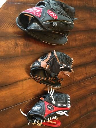 Photo Rawlings  Adidas Baseball Gloves T-Ball  Youth - $10 (Northville)