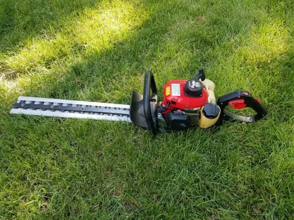 Photo Redmax hedge trimmer - $299 (Plymouth)