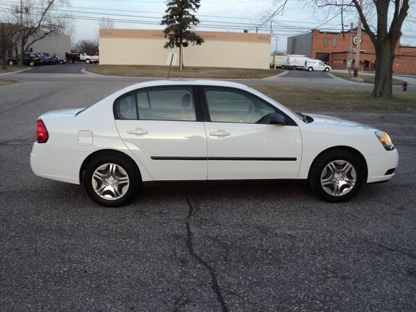 Photo SUPER CLEAN 05 Chevrolet Malibu with 49k Miles 100Rust Free - $4200 (Maple RD  Livernoise RD in Troy)