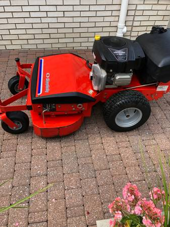 Photo Simplicity pacer zero turn walk behind lawn mower - $1,650 (Sterling Heights)