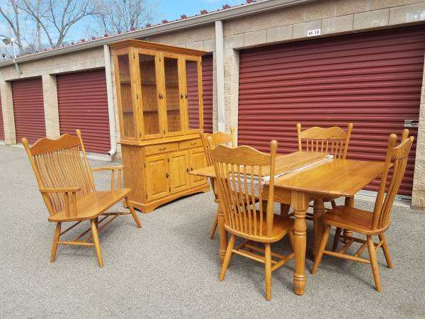Photo Solid Oak Dining Room Set  Table, Chairs, China Hutch  Bench - $575 (Plymouth)