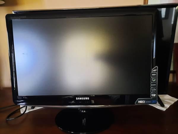 Photo TV SAMSUNG HDTV SERIES 30 20quot - $40 (Southgate)