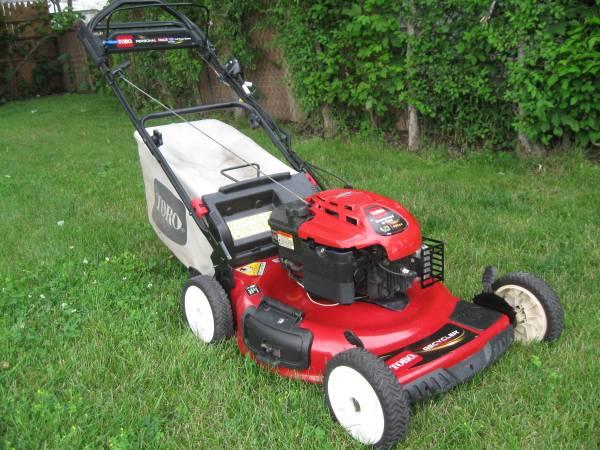 Photo Toro Recycler 6.75HP Electric Start Self-Propelled Rear Bag Lawn Mower - $250 (Roseville)
