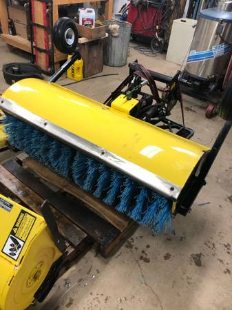 Photo Uni tatch 4 way mounted power broom John Deere 300 series - $1500 (Marlette)