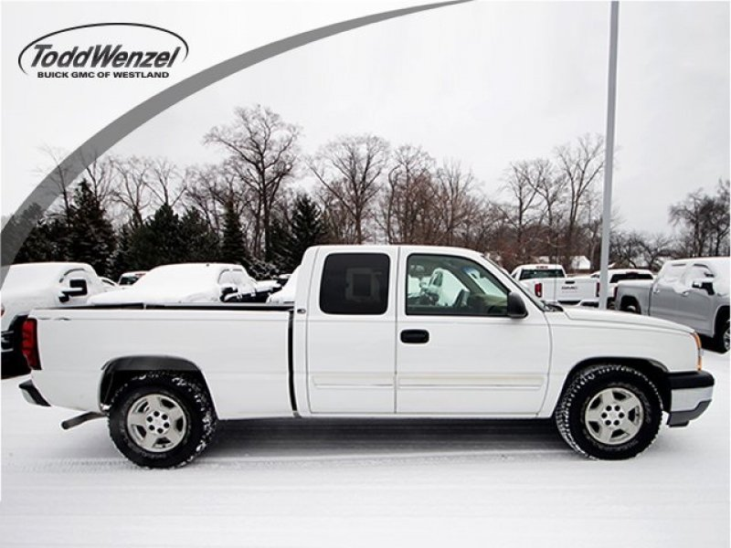 Photo Used 2005 Chevrolet Silverado 1500 2WD Extended Cab for sale