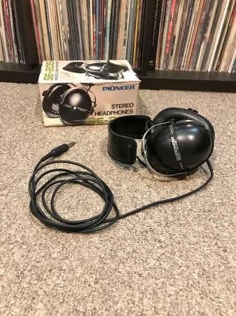 Photo Vintage Pioneer SE-205 Stereo Headphones - $55 (Wyandotte)