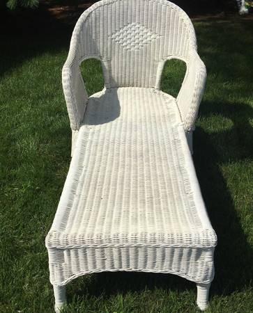 Photo Vintage White Wicker Chaise Lounger Chair - $140 (Clarkston)