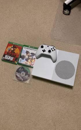 Photo Xbox One S 2TB (3 games plus controller) - $200 (Oxford)