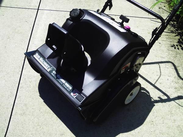 Photo YARD MACHINES (MTD) 5 HP 21quot SNOWBLOWER - $185 (ST. CLAIR SHORES)