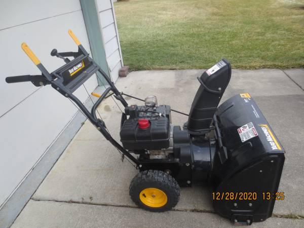 Photo Yard Machines 26quot Snowblower 8 HP - $700 (Chesterfield)
