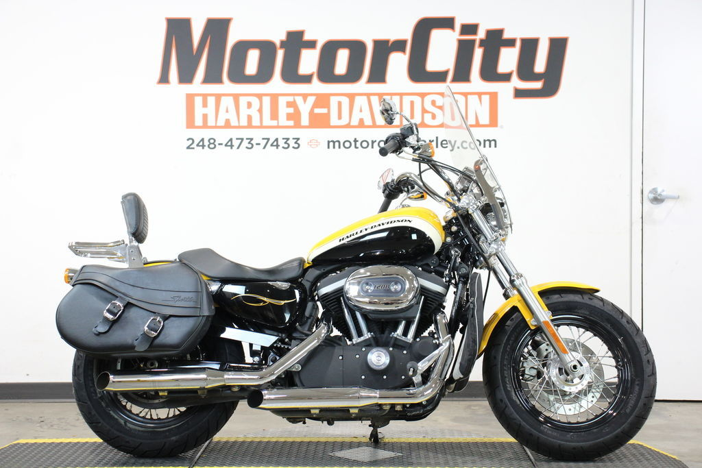 Photo 2012 Harley-Davidson XL1200C - Sportster 1200 Custom