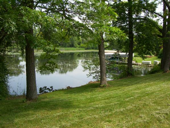 Photo waterfront lot , on loon lake chain of lakes (waterford twp)