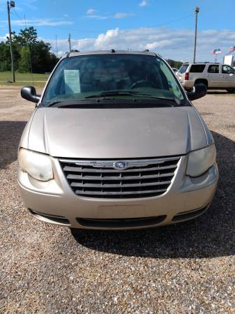 Photo 2005 CHRYSLER TOWN  COUNTRY (CHADS USED CARS) - $3,000 (Hartford)