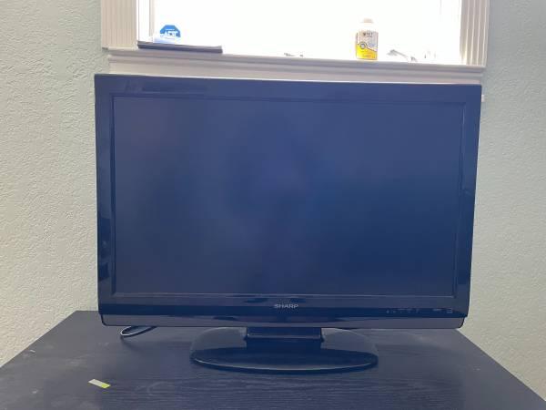 Photo 32 inch smart TV - $100 (Fort Walton Beach)