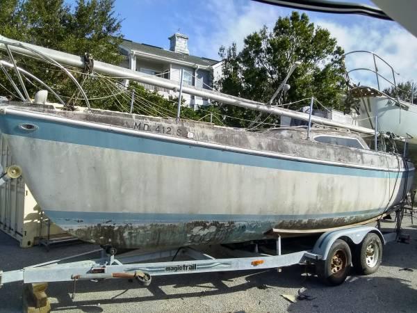Photo Columbia 26 on nice magic tilt restore or terminal trawler - $1,500 (Pensacola)