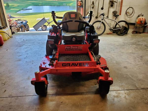 Photo Gravely ProTurn 252 Commercial Mower--Excellent Condition - $5,400 (Headland, AL)