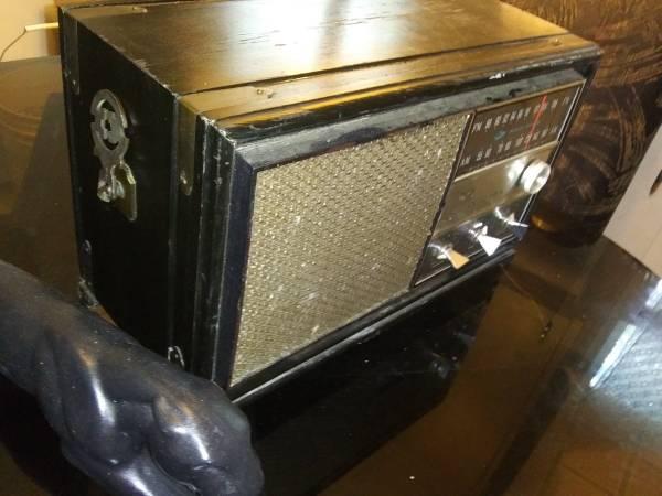Photo Rca Victor Wood Box Radio - $115 (Dothan)