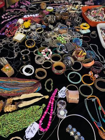 Photo Rugs and Costume Jewelry (havana)