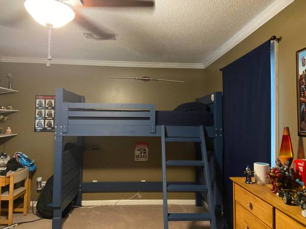 Photo Twin loft bed - $150 (Dothan)