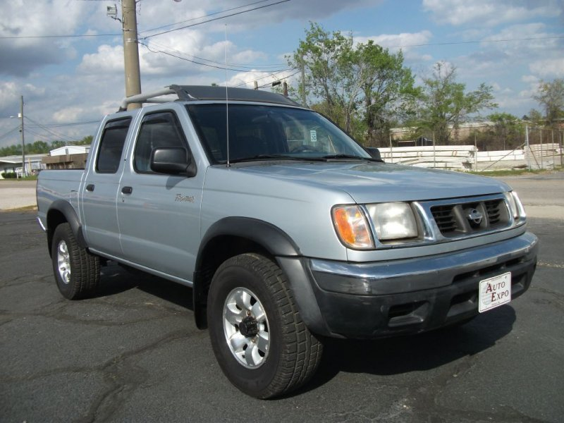 Photo Used 2000 Nissan Frontier Crew Cab XE for sale