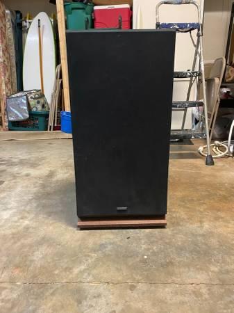 Photo Vintage Fisher Speakers Model STV-884 - $60 (Dothan)