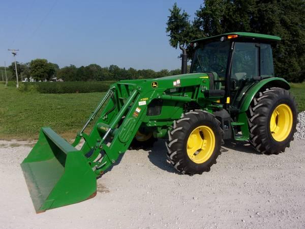 Photo 2015 John Deere 5100E Tractor w Loader - $47,500 (Saint Joseph, mo)