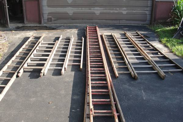 Photo 20 foot ladder - $60 (Dodgeville)