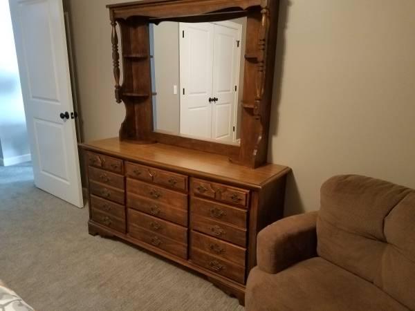 Photo 3 pc bedroom set - $300 (Peosta)