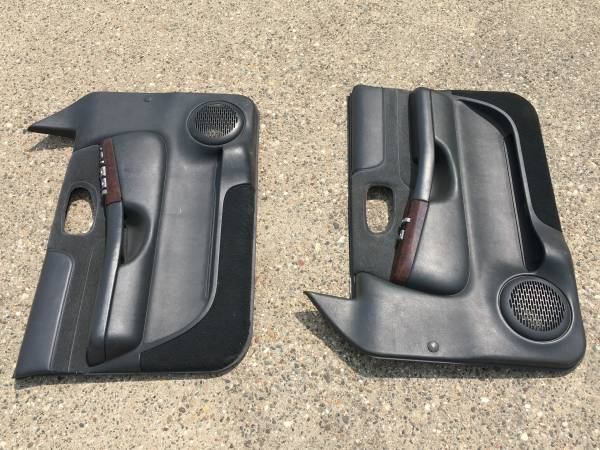 Photo 98-04 Chevy Blazer Jimmy S-10 GMC Sonoma front door panels - $25 (Manchester)