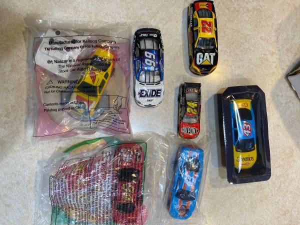Photo ASSORTED NASCAR DIECAST CARS - $3 (SE ROCKFORD)