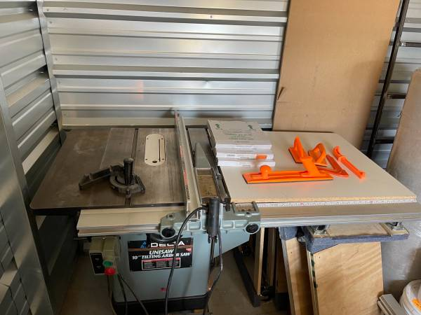 Photo Delta 3HP Unisaw 10 Right Tilting Table Saw w Forrest Blades - $2,250 (New Glarus)