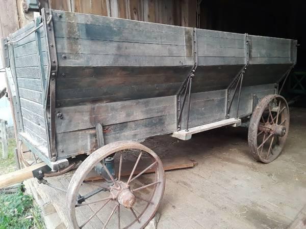 Photo John Deere 802 wagon with flare box and seeder - $950 (LaMotte)