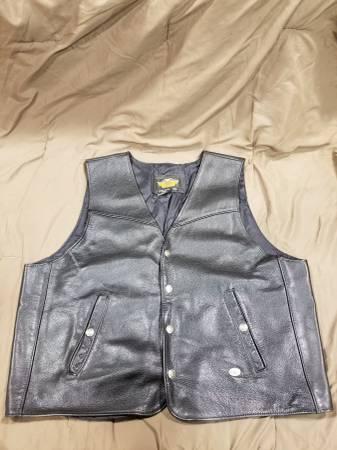 Photo Mens Harley Davidson leather vest - $50 (Sherrill)