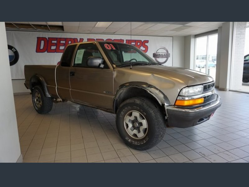 Photo Used 2001 Chevrolet S10 Pickup LS for sale
