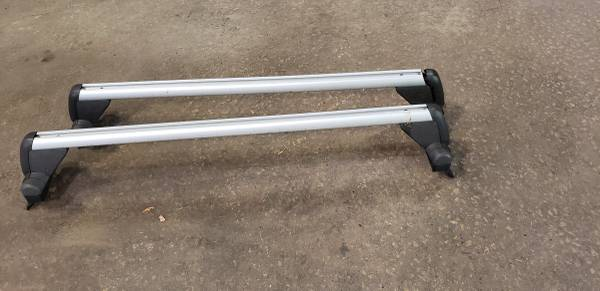Photo Volkswagen mk4 jetta roof rack cross bars wkey - $130 (Dubuque)
