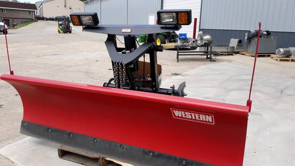 Photo Western Snow plow 7396quot - $4,500 (dubuque)