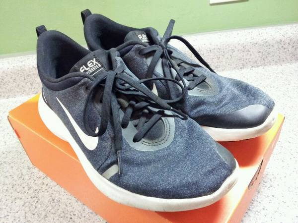 Photo Womens Nike Size 7 Flex Experience Walking Running Tennis Shoes - $20 (Near West Madison  Sequoya Commons area)