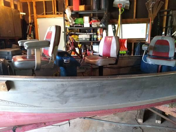 Photo 1439 Crestliner Boat  25 hp Evinrude - $1,200 (Hermantown)