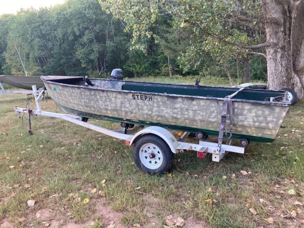 Photo 16 ft Crestliner Fishing Boat - $600 (Minong)