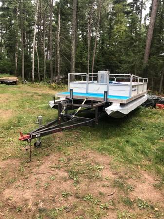 Photo 18 pontoon boat, motor, trailer - $4,800 (BO Duluth)
