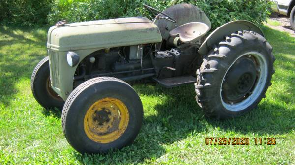 Photo 1947 Ford 8N Tractor - $1800 (Duluth)