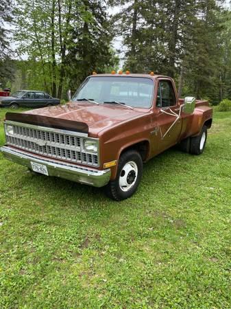 Photo 1982 Chevy C30 - $9,900 (Barnum mn)