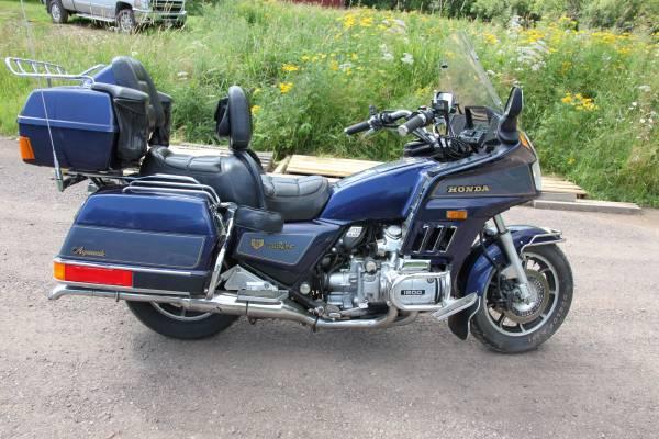 Photo 1986 Honda Goldwing Aspencade Low Miles - $3,900 (Hermantown)