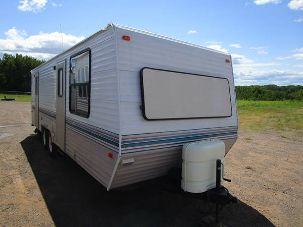 Photo 1993 Skyline Layton 2660 Travel Trailer - $7,500 (Oak Lake RV Sales Moose Lake)