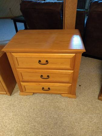 Photo 3 drawer oak dresser - $100