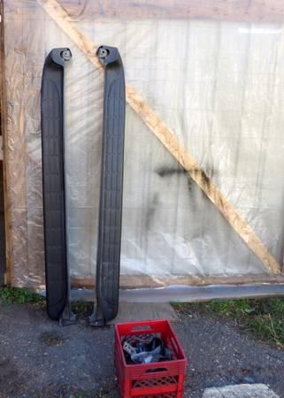Photo Chevy Tahoe GMC Yukon Factory OEM Running Boards - $150 (GLIDDENWI)