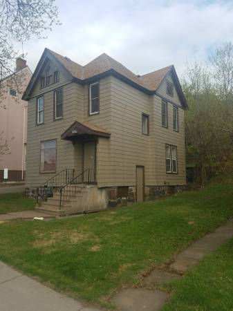 Photo Downtown Duluth, near Fitgers, main floor, spacious, quiet, laundry (613 E 1st St. Duluth, MN)