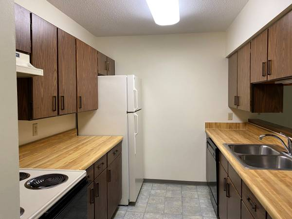 Photo FOR RENT 1-bedroom  Den available at Park Villa Apartments (Mt. Iron, MN)