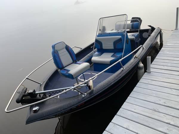 Photo Fishing boat trade for pontoon (Makinen mn)